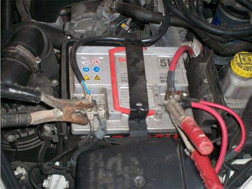 Schema Collegamento Batteria Tampone : Cambiare la batteria dell auto istruzioni e consigli