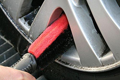 pulire i cerchioni dell'auto