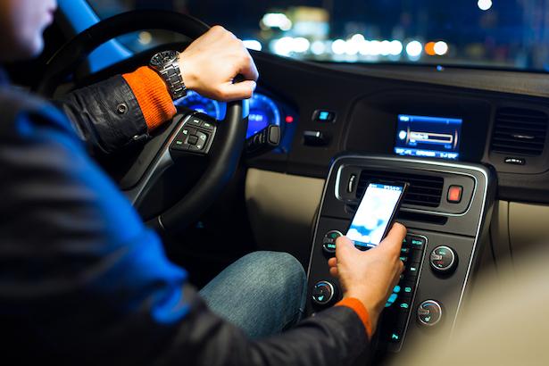 Guidare con il cellulare