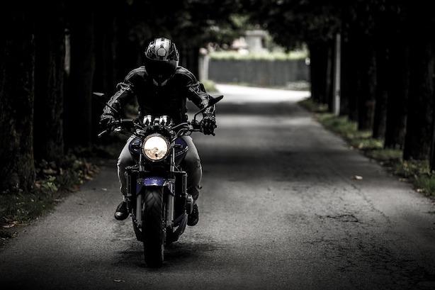 come ascoltare musica in moto